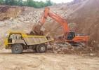 escavatore cingolato DOOSAN DAEWOO DX 520 LC e dumper Perlini 366
